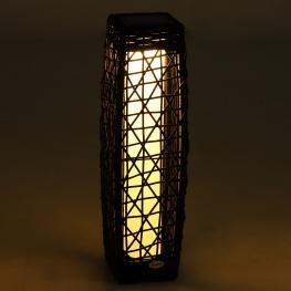 Outsunny Lámpara de Pie Ratán Luz Led Solar Ecológico Para Interior Exterior Jardín Decoración Iluminación Marco de Metal 19X19X68Cm  - Color: Marrón